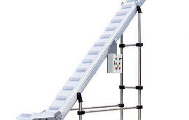 s výsuvným pásovým výtahem